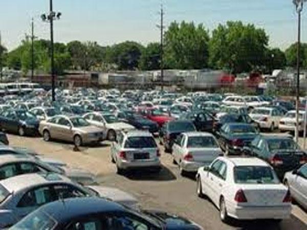 النواب يبحث تنظيم انتظار السيارات بالشوارع