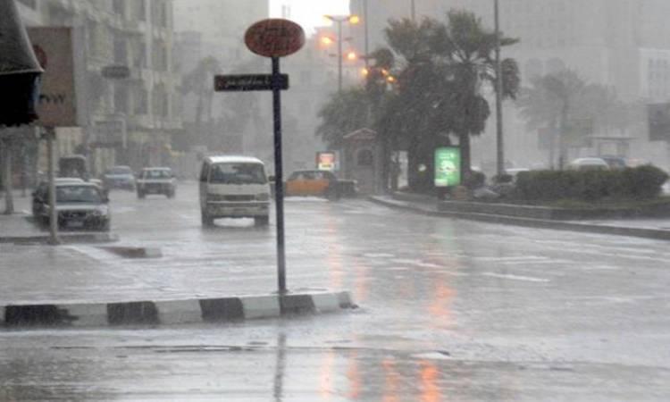 الارصاد : سقوط أمطار متوسطة إلى غزيرة شديدة والطقس بارد ليلا على كافة الأنحاء