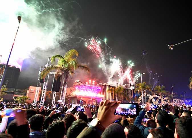 المصريون يحتفلون بالعام الجديد في القاهرة