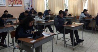 طلاب ثانية ثانوى يبدأون امتحان الأحياء والفلسفة والمنطق