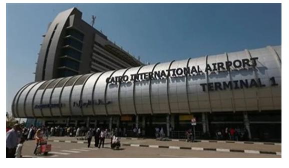 بـ طائرة خاصة.. رئيس الوزراء الإيطالي يصل القاهرة للقاء السيسي