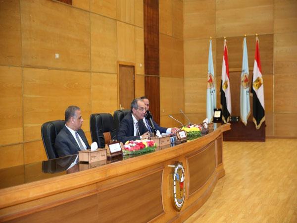 وزير الاتصالات في سوهاج: بناء مصر الرقمية مسئولية القطاعين الحكومي والخاص