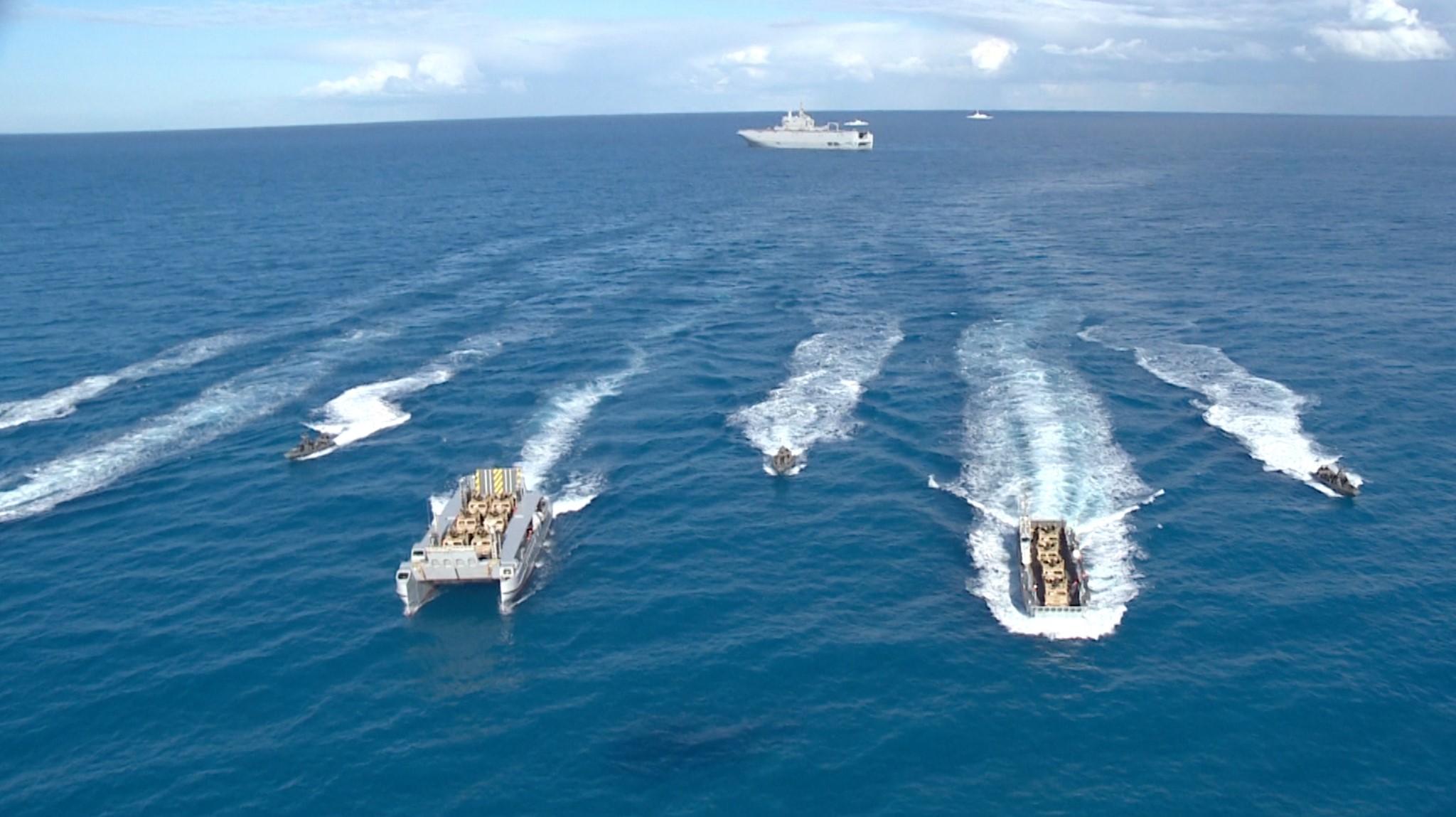 القوات البحرية تنفذ عملية برمائية وتنفيذ عدد من الرمايات