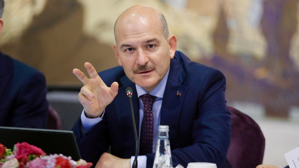 استقالة وزير الداخليه التركي من منصبه بسبب كورونا