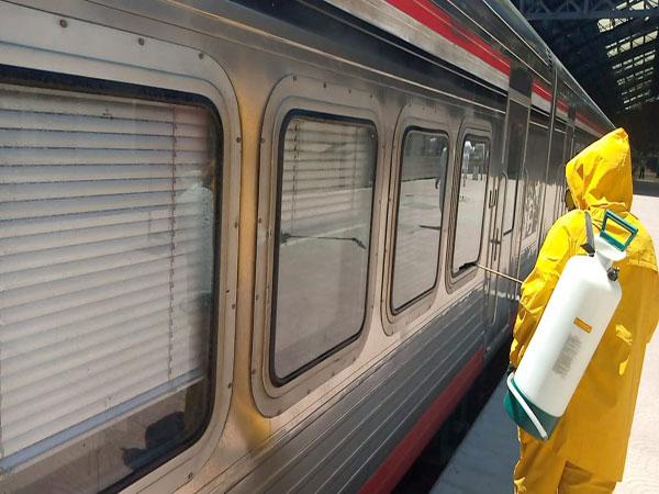 السكة الحديد تواصل أعمال تعقيم وتطهير القطارات والمحطات لمواجهة