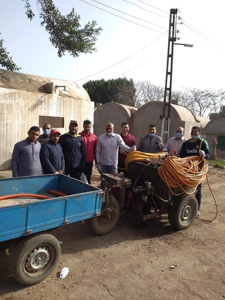أهالي قرية أكياد دجوى بالقليوبية يعقمون المنازل والشوارع والمساجد بالجهود الذاتية
