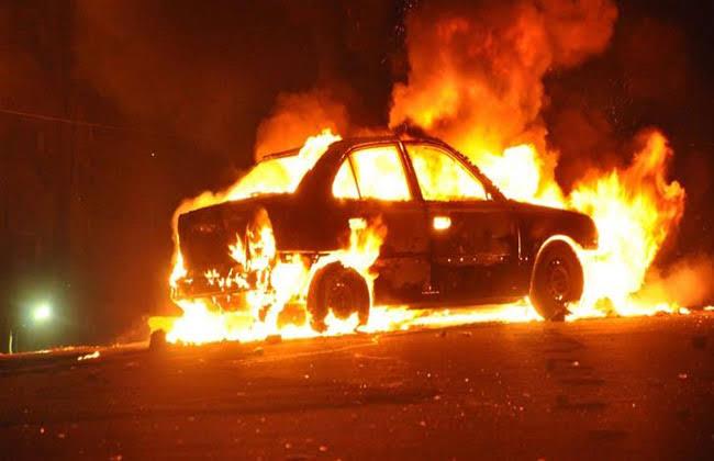 الحماية المدنية تخمد نيران سيارة مشتعله بالمقطم